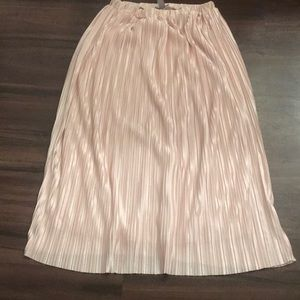 Accordion pink skirt